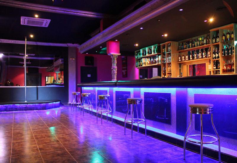 nightclub El Sitio, puticlub y alterne en Cabezas de San Juan, Sevilla